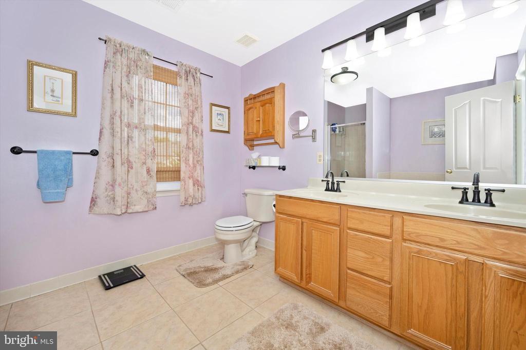 Master Bath - 6904 BARON CT, FREDERICK