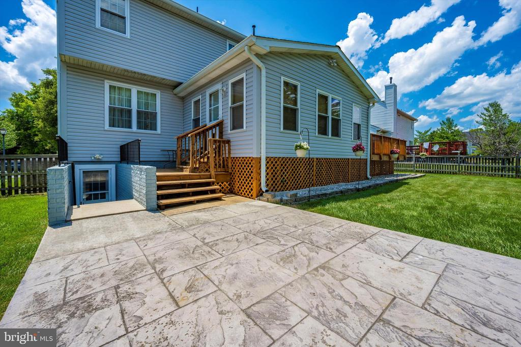 Use this patio for a table, or a grill , or both! - 6904 BARON CT, FREDERICK