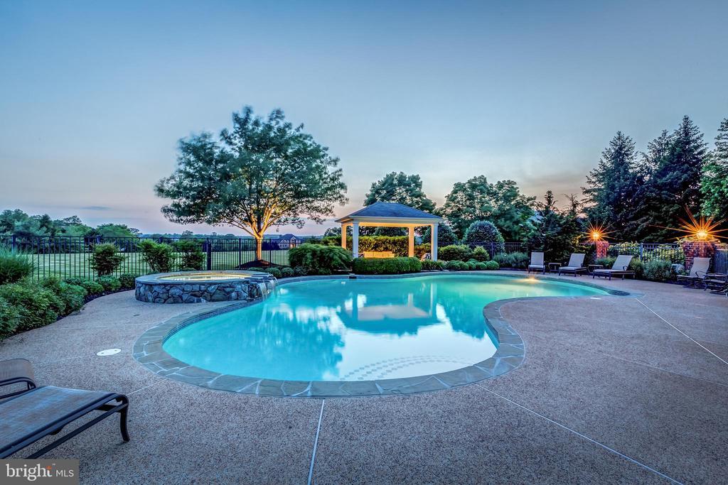 luxury awaits - 22606 HILLSIDE CIR, LEESBURG
