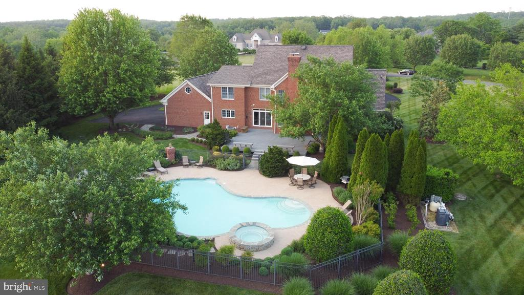 your own private space - 22606 HILLSIDE CIR, LEESBURG