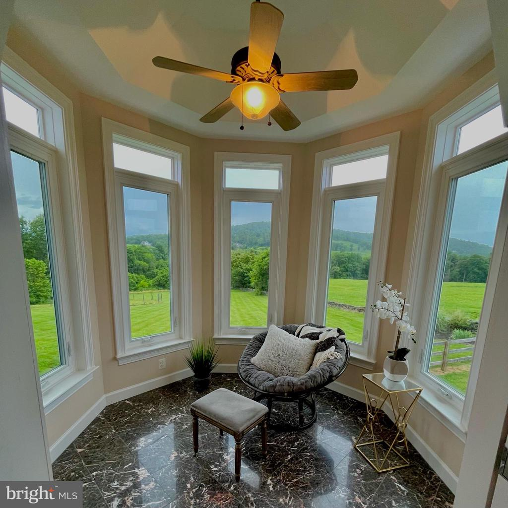 Sunroom room off of fam room with panoramic views - 14868 CIDER MILL RD, HILLSBORO