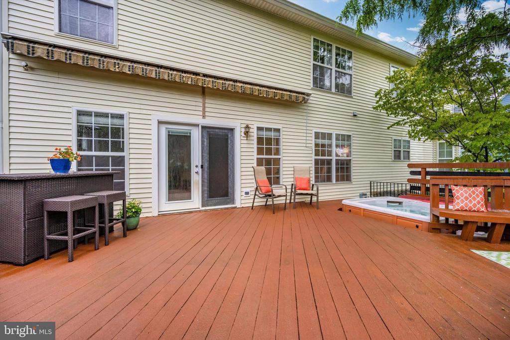 Large deck with fully fenced yard - 6304 SPRING FOREST RD, FREDERICK