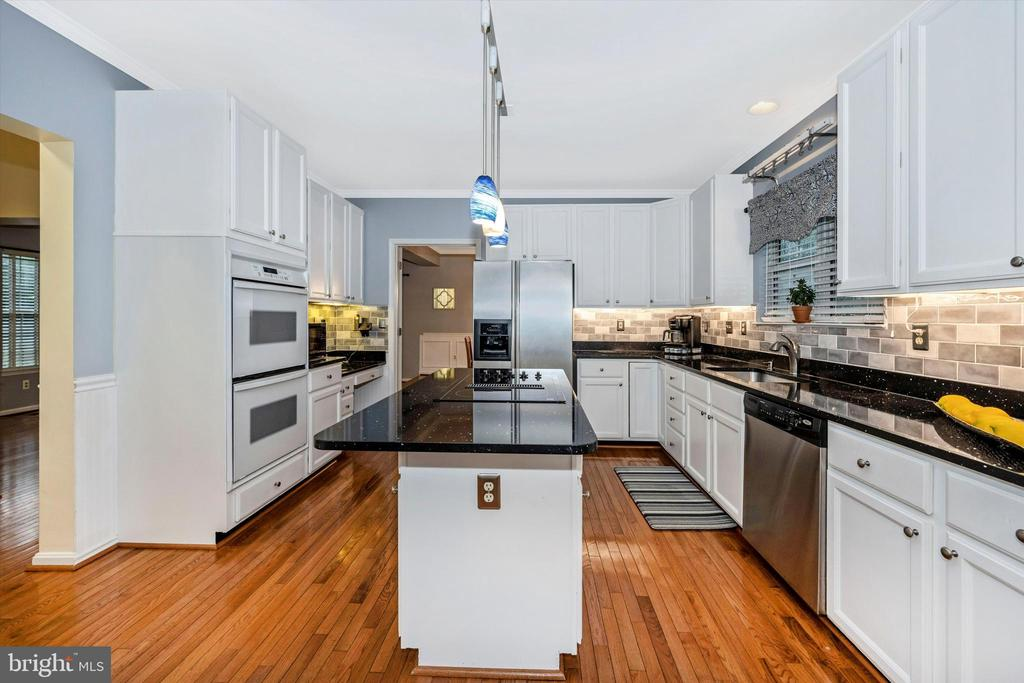 Fabulous kitchen with double ovens - 6304 SPRING FOREST RD, FREDERICK