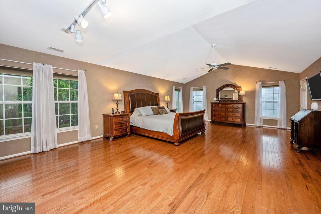 Expansive owner's suite with stunning flooring - 6304 SPRING FOREST RD, FREDERICK
