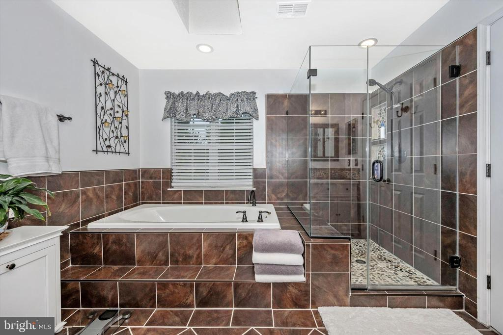 Updated Master bath - spa-like! - 6304 SPRING FOREST RD, FREDERICK