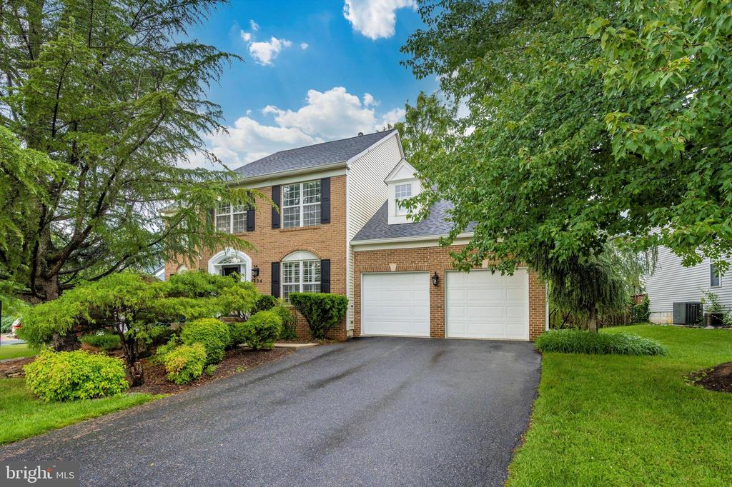 Located in Spring Ridge Community! Lots to offer! - 6304 SPRING FOREST RD, FREDERICK