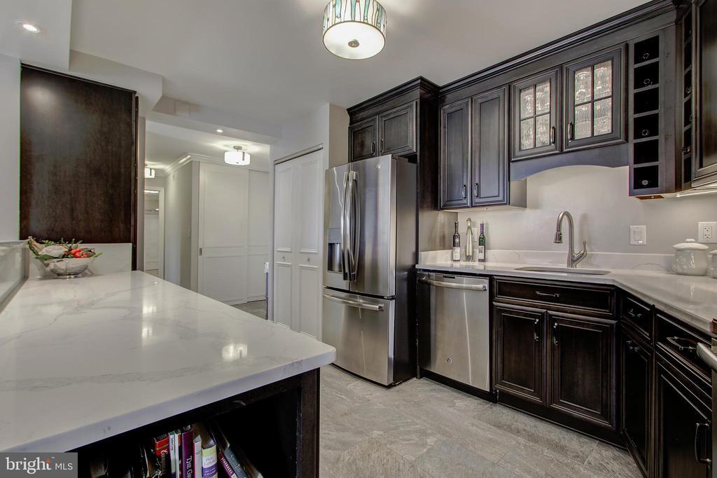 Kitchen - Stainless Steel Appliances! - 5904 MOUNT EAGLE DR #504, ALEXANDRIA