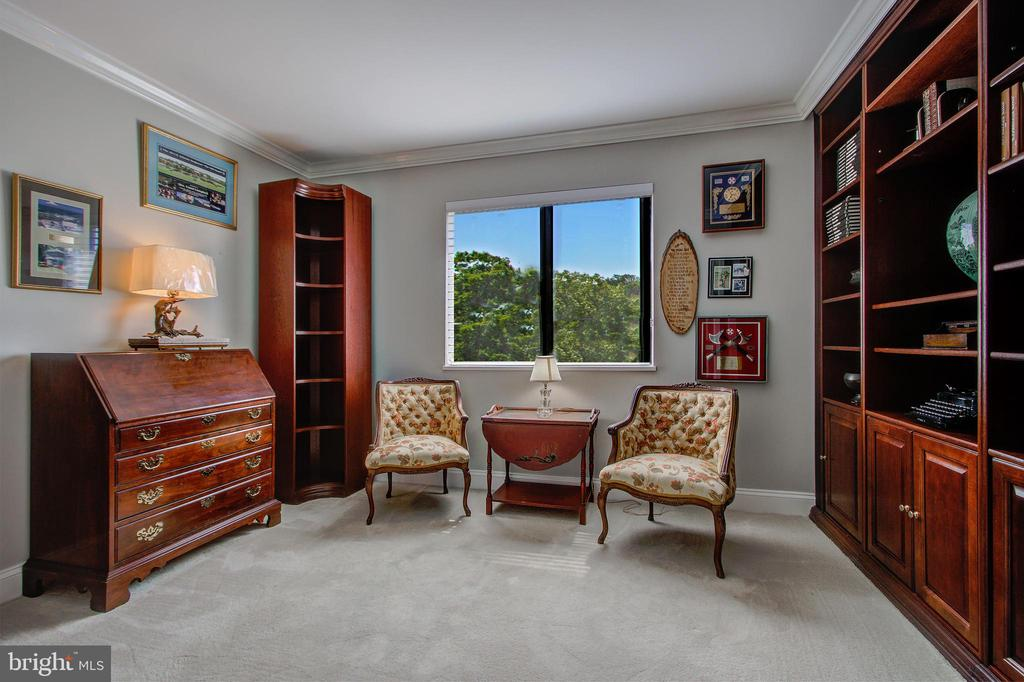 Den/Study - Home Office or Possible 3rd Bedroom! - 5904 MOUNT EAGLE DR #504, ALEXANDRIA