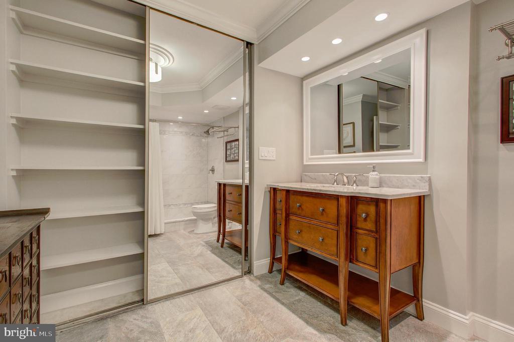 Primary/Master Bath with Custom Built-Ins/Storage! - 5904 MOUNT EAGLE DR #504, ALEXANDRIA