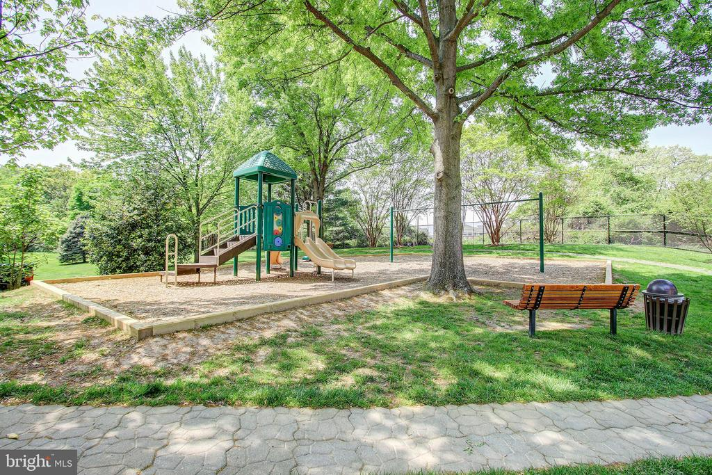 Montebello Playground and Tot-Lots! - 5904 MOUNT EAGLE DR #504, ALEXANDRIA