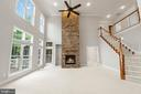 Huge family room w/stacked stone fireplace - 43409 RIVERPOINT DR, LEESBURG