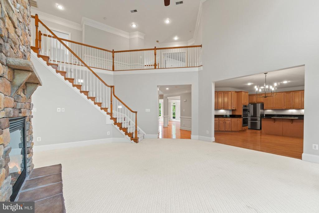 GLORIOUS open floor plan--perfect for entertaining - 43409 RIVERPOINT DR, LEESBURG