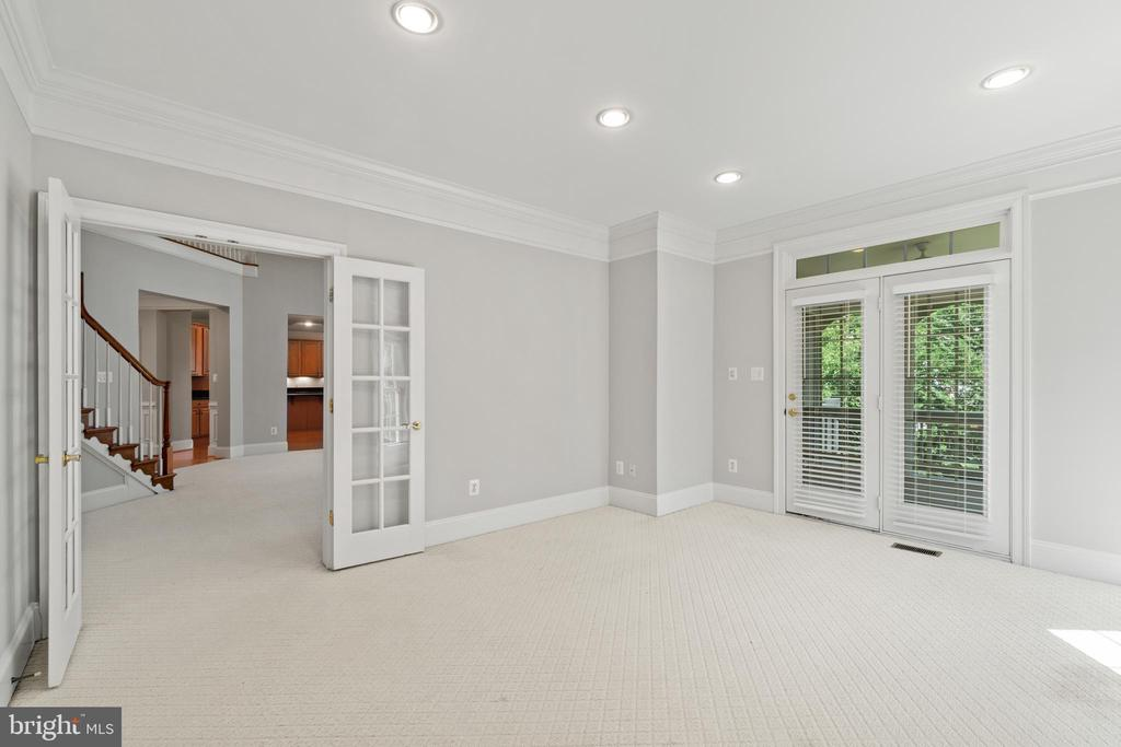 Main level bedroom/office leads to screen porch - 43409 RIVERPOINT DR, LEESBURG
