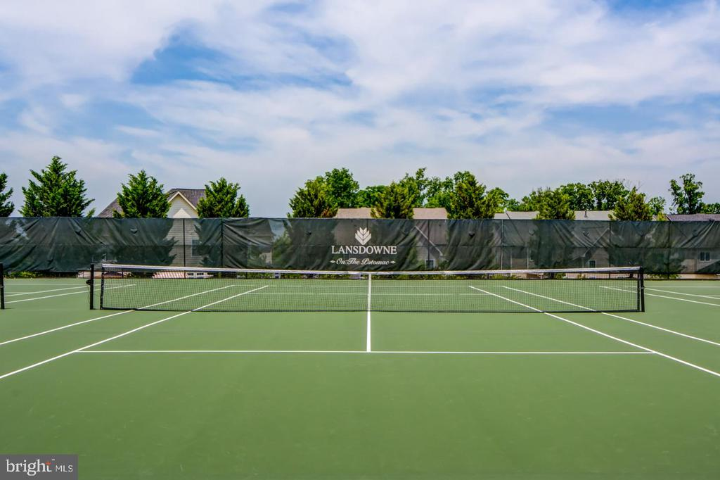 Tennis courts...basketball courts...and more! - 43409 RIVERPOINT DR, LEESBURG