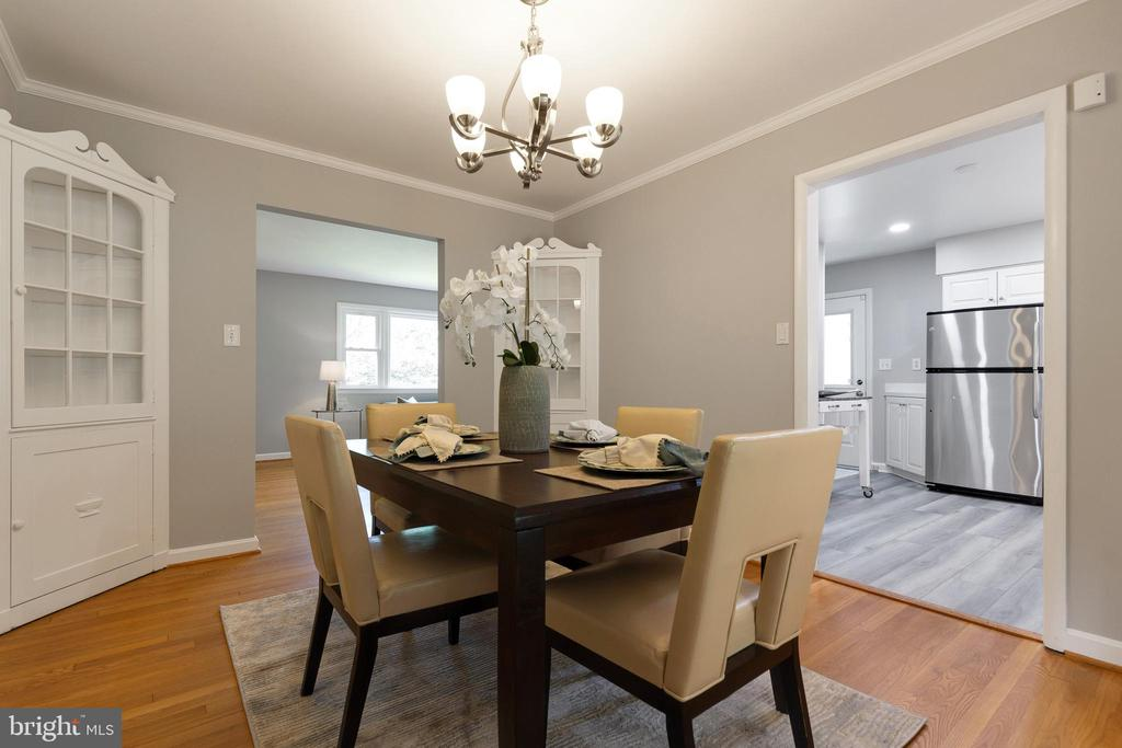Built in cabinets in dining room - 7324 PINECASTLE RD, FALLS CHURCH