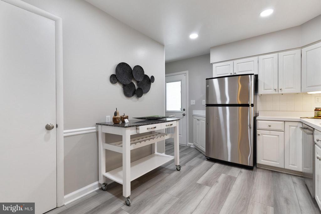 Large pantry with mobile island (conveys) - 7324 PINECASTLE RD, FALLS CHURCH