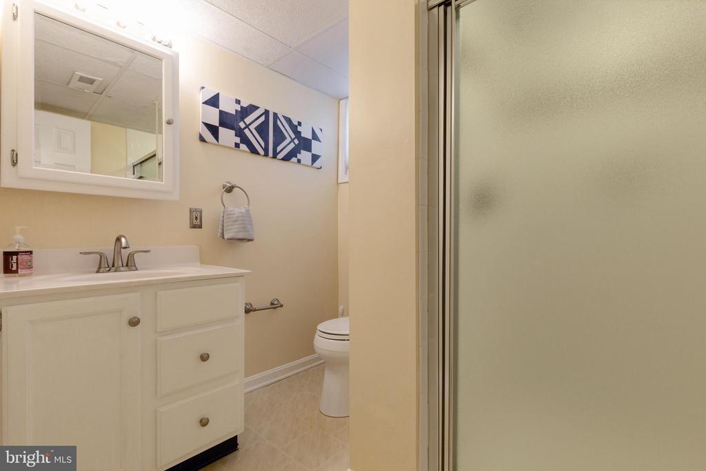 Downstairs full bathroom - 7324 PINECASTLE RD, FALLS CHURCH