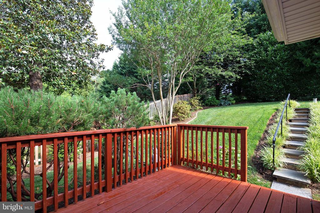 Grill out on your deck - 7324 PINECASTLE RD, FALLS CHURCH