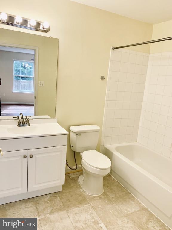 Primary Room en suite bathroom - 501 CONSTELLATION SQ SE #C, LEESBURG