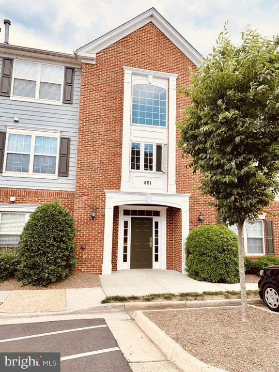 Welcome home to 501 Constellation Sq�Unit C - 501 CONSTELLATION SQ SE #C, LEESBURG
