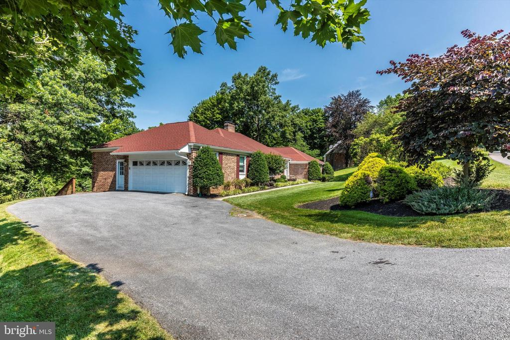 Exterior - Side/Front - 7402 ROUND HILL RD, FREDERICK