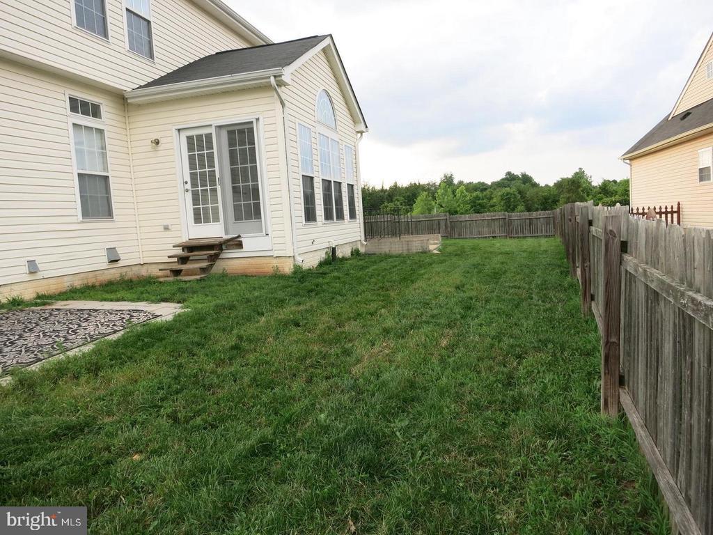 Fenced  back yard - 11139 EAGLE CT, BEALETON