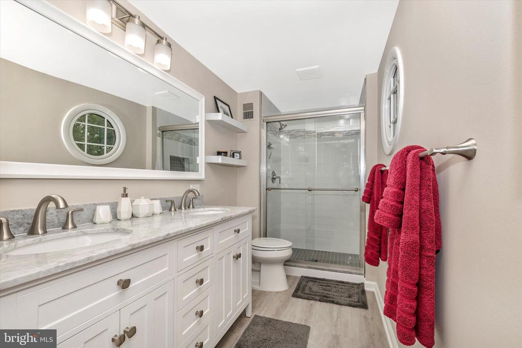 Totally Updated Master Bath 2 - 18312 AMBER MEADOWS CT, GAITHERSBURG