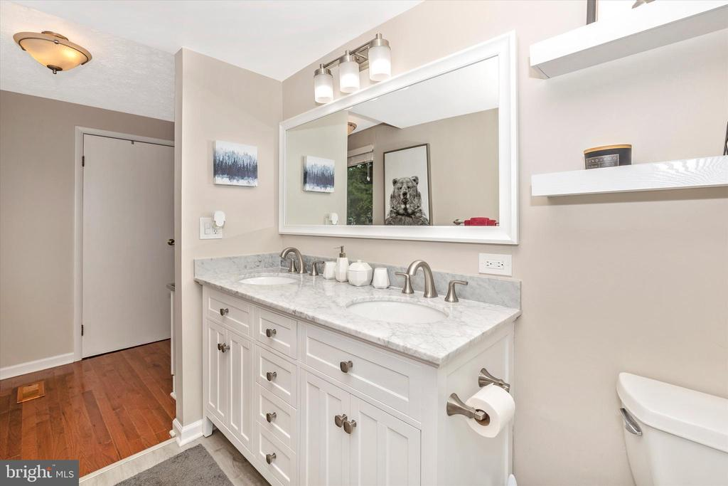 Totally Updated Master Bath 3 - 18312 AMBER MEADOWS CT, GAITHERSBURG