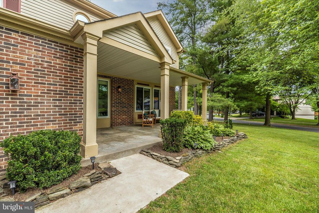 Front Entrance Walkway - 18312 AMBER MEADOWS CT, GAITHERSBURG