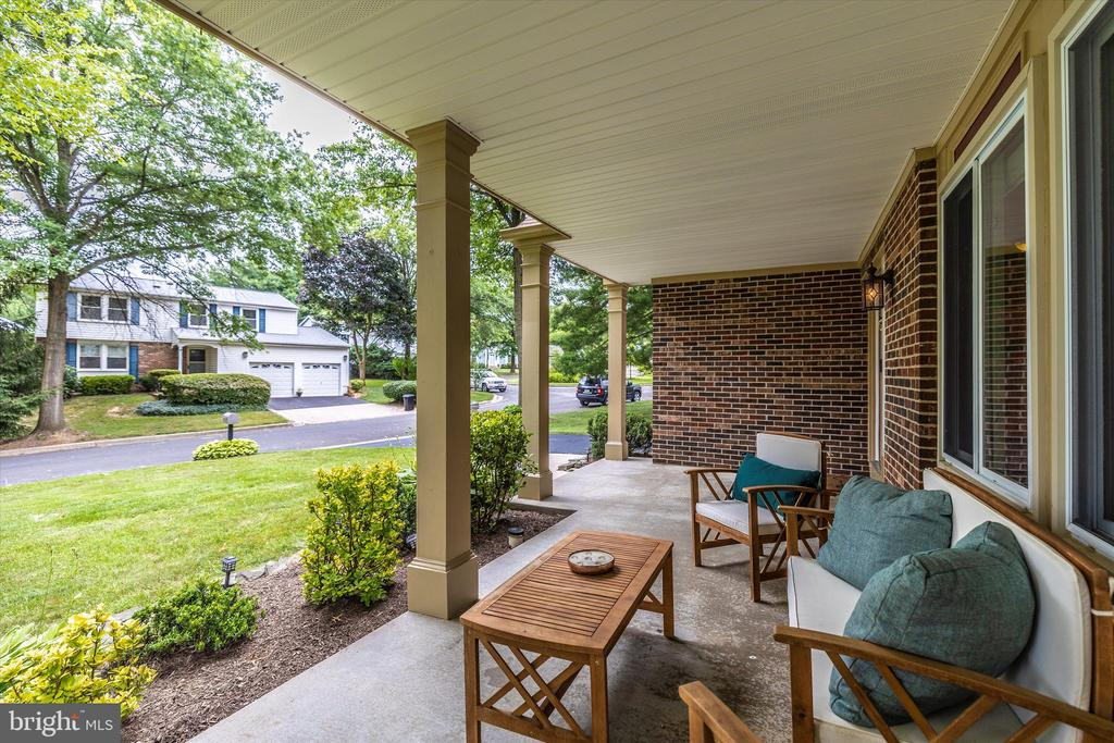 Covered Front Porch 2 - 18312 AMBER MEADOWS CT, GAITHERSBURG