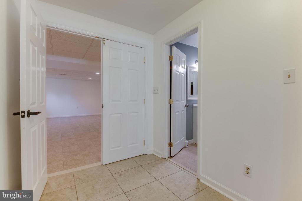 IN-LAW SUITE has a large bedroom - 8305 VENTNOR RD, PASADENA