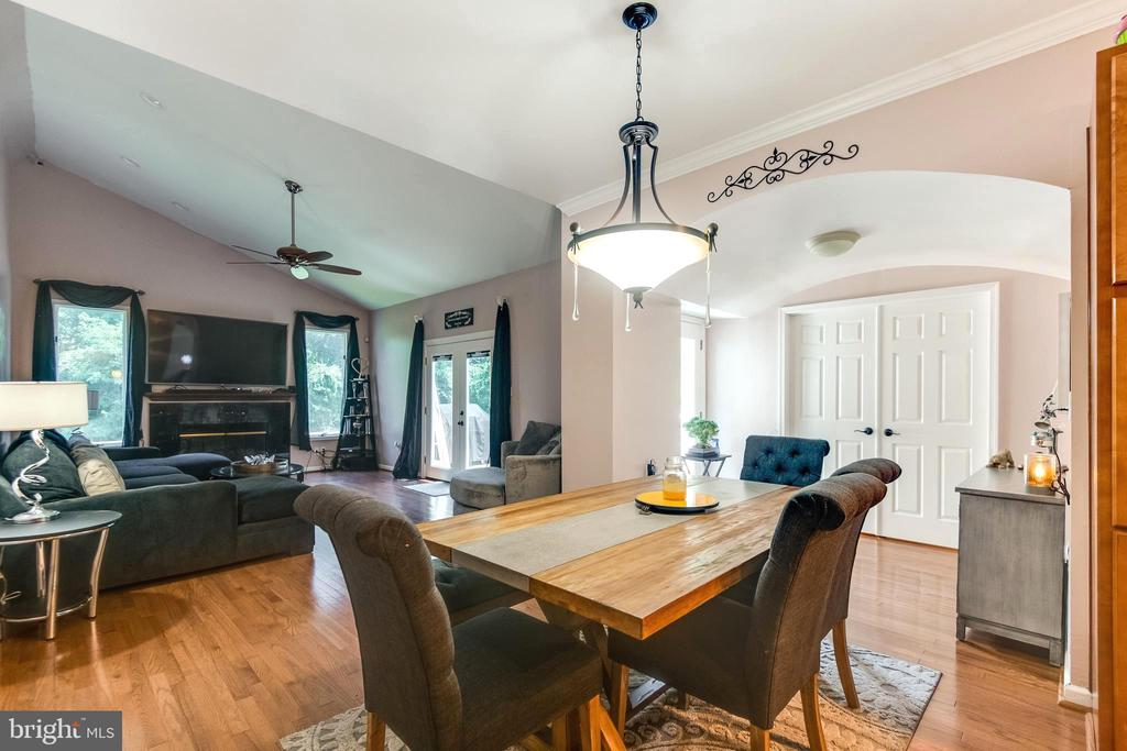 kitchen table- owners suite behind french doors - 8305 VENTNOR RD, PASADENA