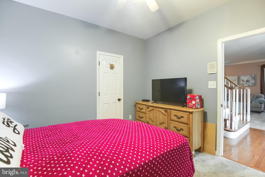another view of main level bedroom - 8305 VENTNOR RD, PASADENA