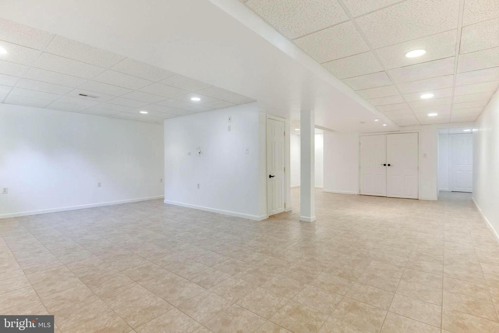 perfect pool table / rec room in lower level - 8305 VENTNOR RD, PASADENA