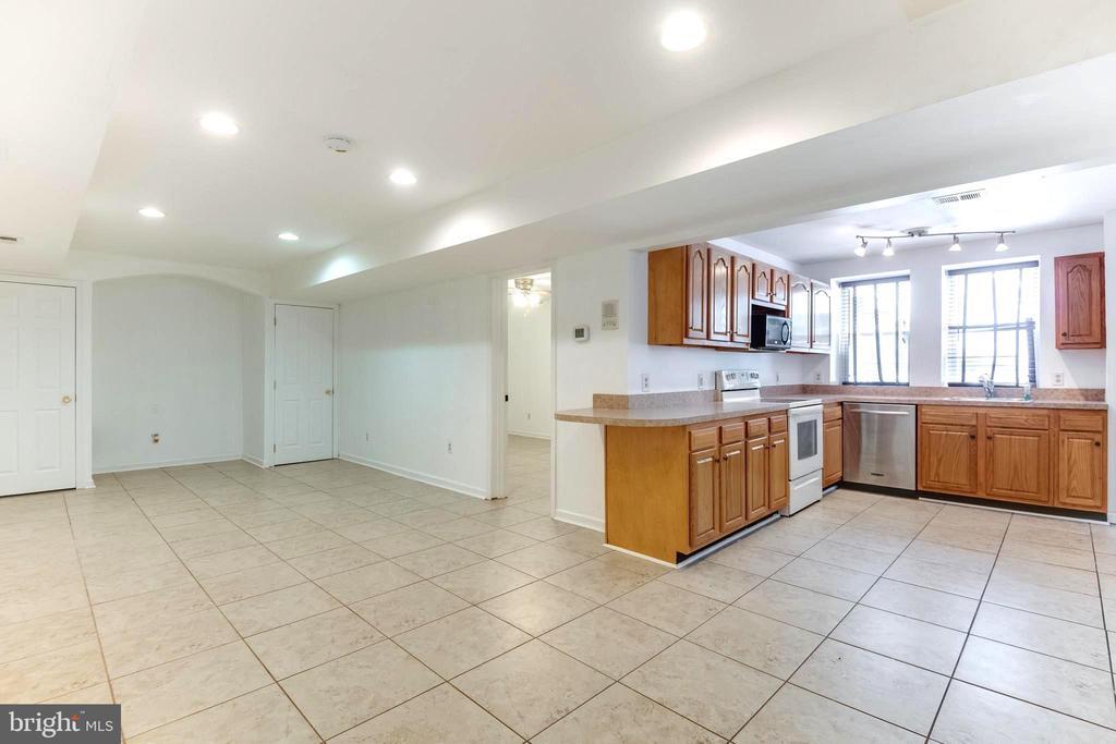 IN-LAW SUITE kitchen, living rm, & door to bedroom - 8305 VENTNOR RD, PASADENA