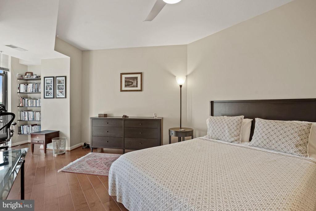 Master Bedroom - 1021 N GARFIELD ST #731, ARLINGTON