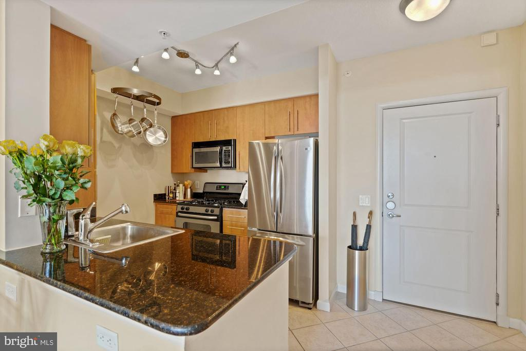 Kitchen - 1021 N GARFIELD ST #731, ARLINGTON