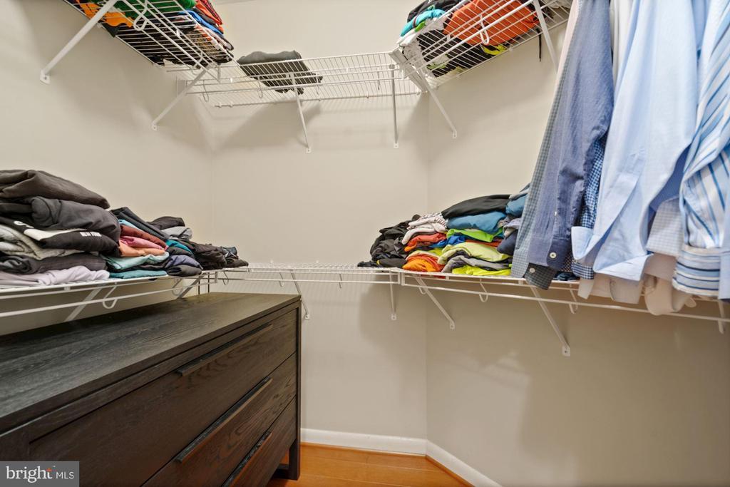 Walk in closet in Master Bedroom - 1021 N GARFIELD ST #731, ARLINGTON