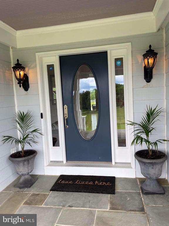 Front entrance, covered porch - 14868 CIDER MILL RD, HILLSBORO