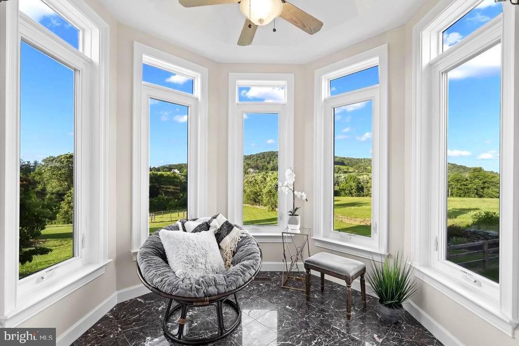 Sunroom with panoramic views - 14868 CIDER MILL RD, HILLSBORO
