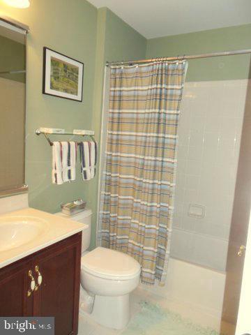 Hall bath upstairs - 20064 NORTHVILLE HILLS TER, ASHBURN