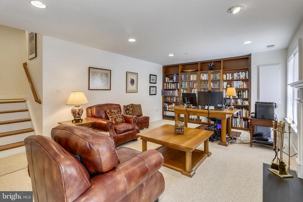 First level office and library - 8619 TERRACE GARDEN WAY, BETHESDA