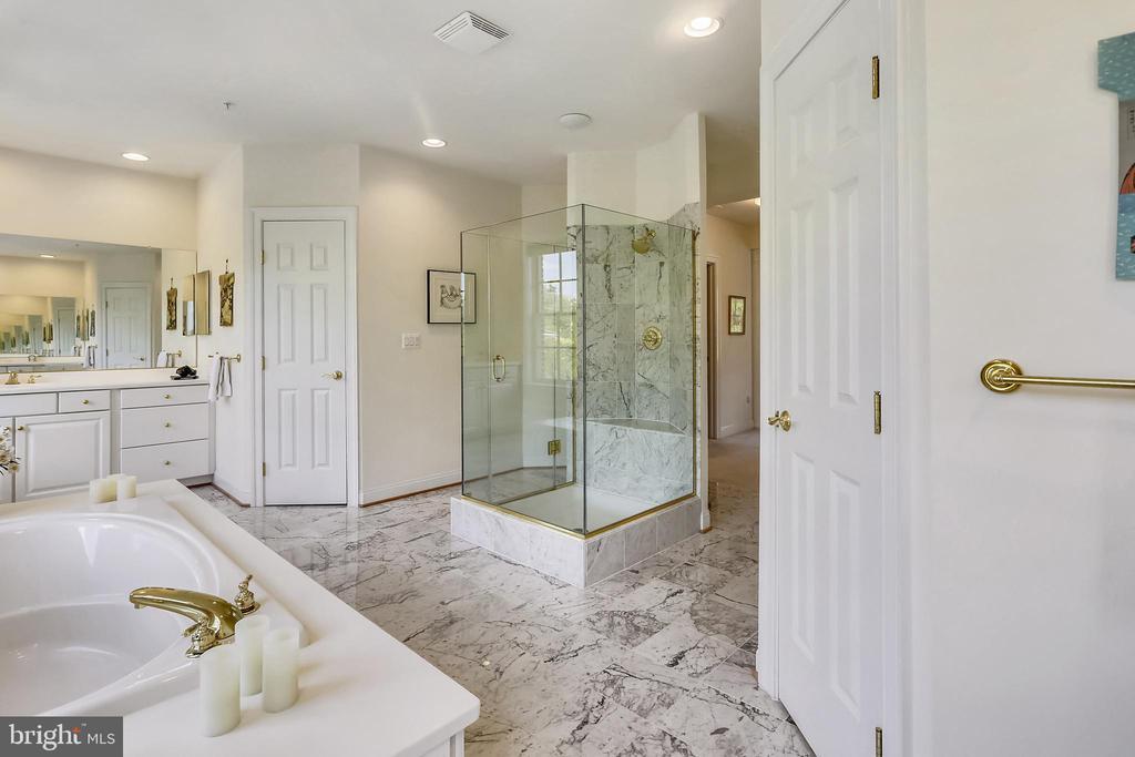 Primary bathroom - 8619 TERRACE GARDEN WAY, BETHESDA