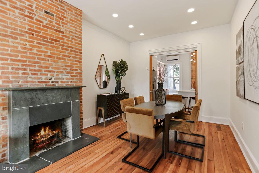 Working fireplace w/Green Vermont slate mantle - 1838 VERMONT AVE NW, WASHINGTON