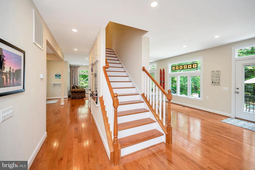 view of entry foyer & upper stairwell - 108 BEACHSIDE CV, LOCUST GROVE
