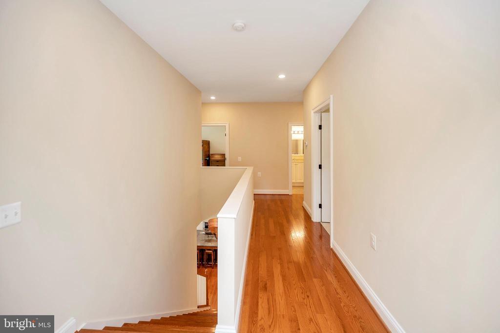 wood hallways adorn the upper sleep traffic areas - 108 BEACHSIDE CV, LOCUST GROVE