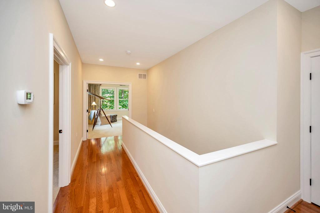upper hallway - 108 BEACHSIDE CV, LOCUST GROVE