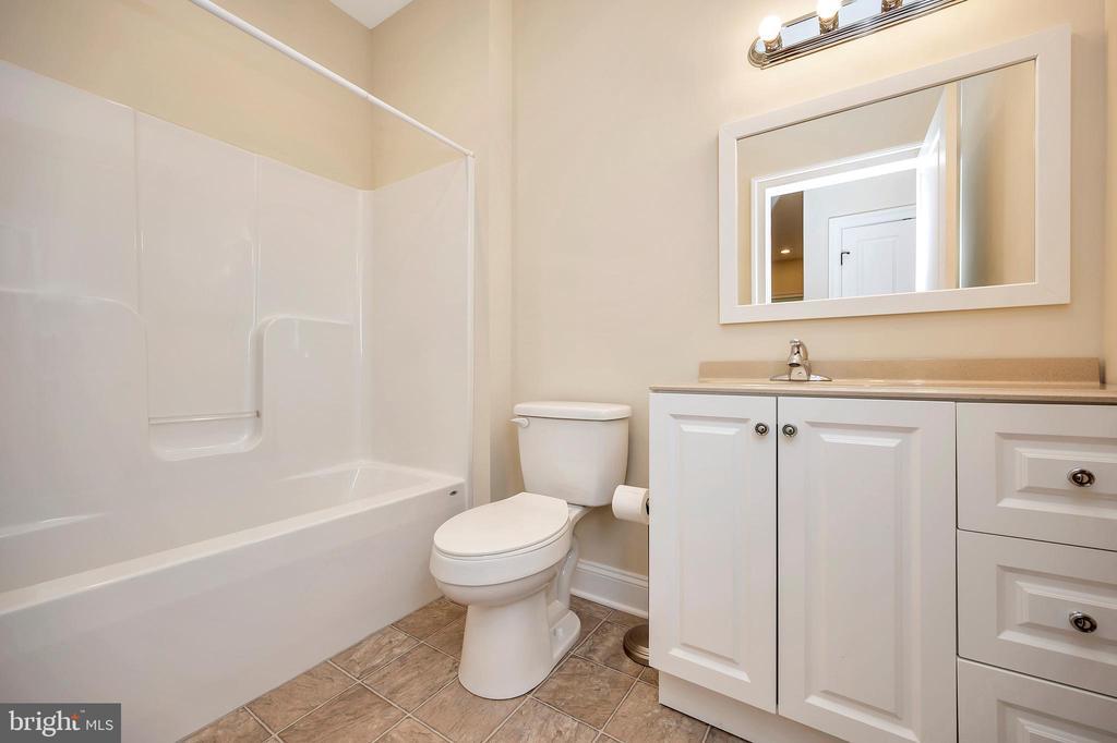 hall bathroom - 108 BEACHSIDE CV, LOCUST GROVE