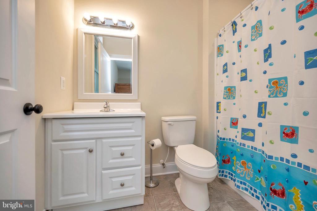 private bath off bedroom 4 - 108 BEACHSIDE CV, LOCUST GROVE