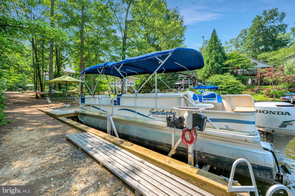platform dock, lift, easy lake access - 108 BEACHSIDE CV, LOCUST GROVE